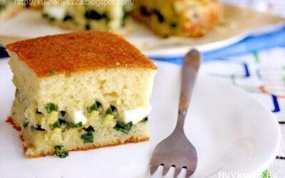 Быстрый заливной пирог с луком и яйцом