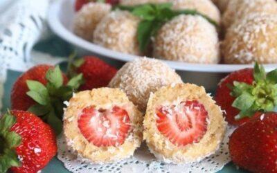 Десертные шарики с клубникой