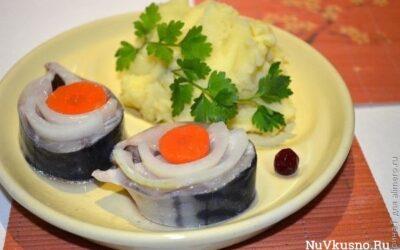 Маринованная скумбрия с луком и морковью