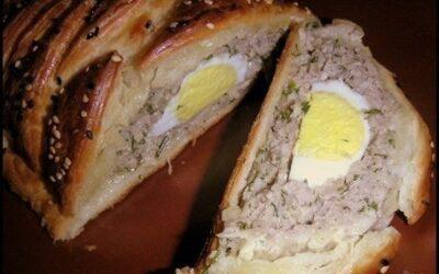 Мясной рулет с яйцом