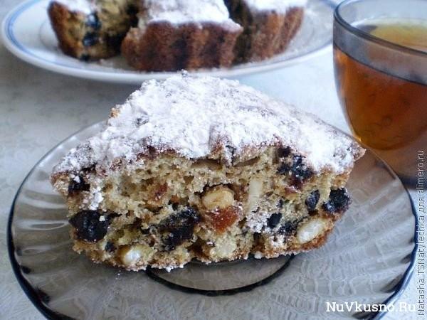 Пирог с курагой, черносливом и орехами