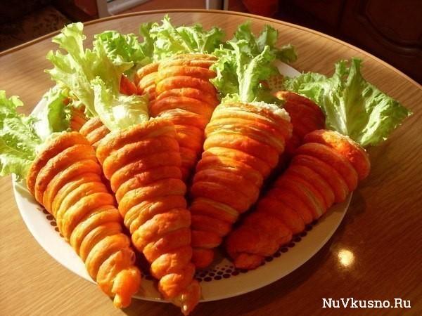 Салат в «морковках» из слоеного теста