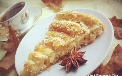 Слоеный пирог с сыром