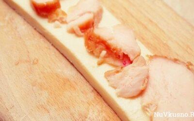 Слоёные косички с курицей и сыром