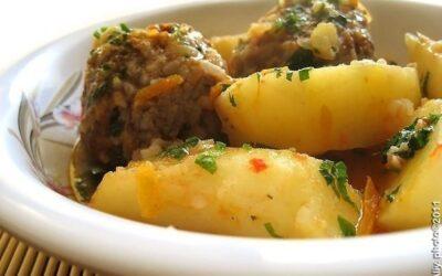Тефтели с картошкой