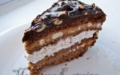Торт «сникерс» с ореховой нугой