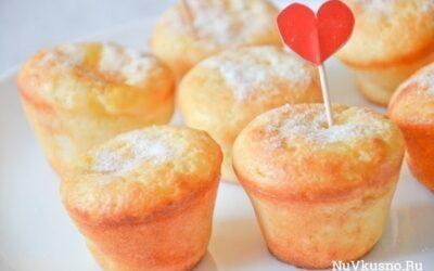 Творожные кексы с заварным кремом и персиковым джемом